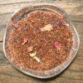Rooibos med smak av äpple, kanel och rabarber. Äpple och kanel är smaker som gifter sig väl tillsammans med rooibos. Här med syra från rabarber.