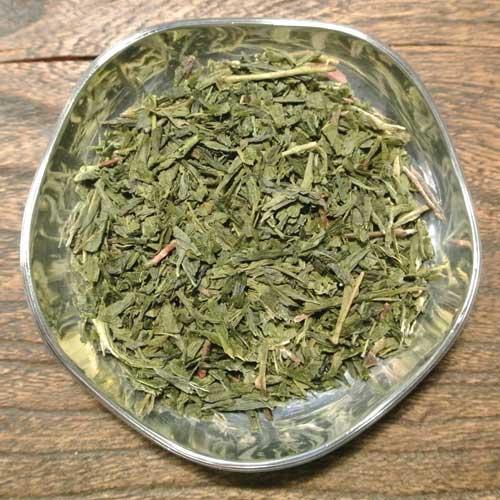 Sencha Makoto är ett behagligt grönt te med mild syra och kryddighet i smaken.
