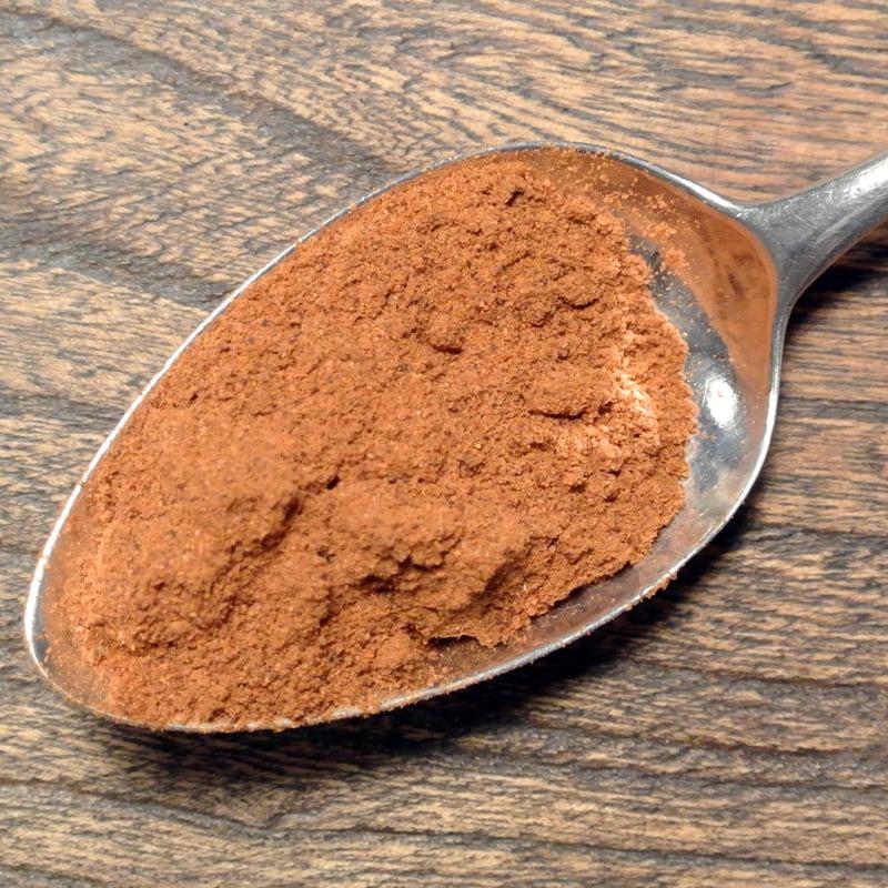 Berbere är en smakrik och stark kryddblandning och en av hörnstenarna i det etiopiska köket. Smaksätt grytor eller använd som rub.