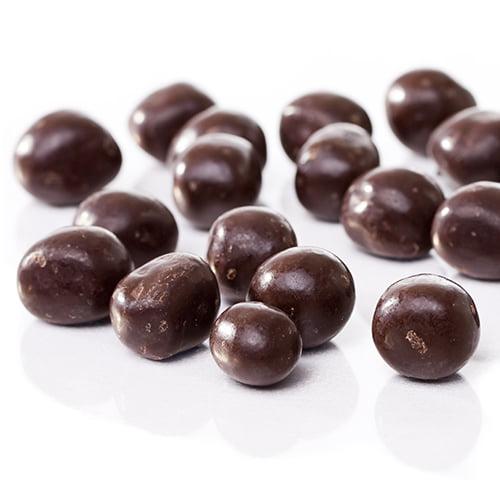 Bingó Lakkrískúlur är hård lakritskola som är dragerad med mörk choklad. Svårstoppad när du väl börjat. Islänningarna lägger två Bingó Lakkrískúlur i kaffet.