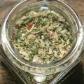 Gör din egen Chimichurri; en kryddstark sås som även kan användas som marinad och glaze till grillat kött. Förpackat i fin glasburk.