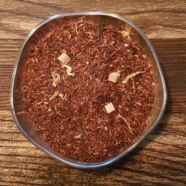 Aromatisk och värmande rooibos med smak av ägglikör. Innehåller karamellbitar, krokantbitar och vaniljbitar.