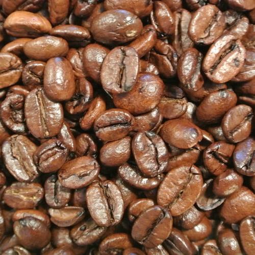 Kaffe smaksatt med ägglikör och grädde.