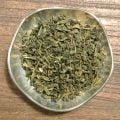 Grönt te med frisk smak av eukalyptus. En smaksättning som passar väldigt bra till grönt te. Innehåller även bitar från grape.