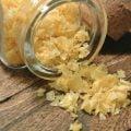 Flingsalt citron - Naturliga flingor av havssalt smaksatt med citron. En god och enkel smaksättare som passar särskilt bra till kyckling och lax.