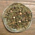 Gräddkola är ett grönt te med söta smaker från kolabitar, choklad och grädde. En kopp efter maten eller när man vill ha nåt lite extra.