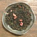 Svart te med smak av frisk mint och jordgubb, precis som polkagris. Innehåller jordgubbsbitar.