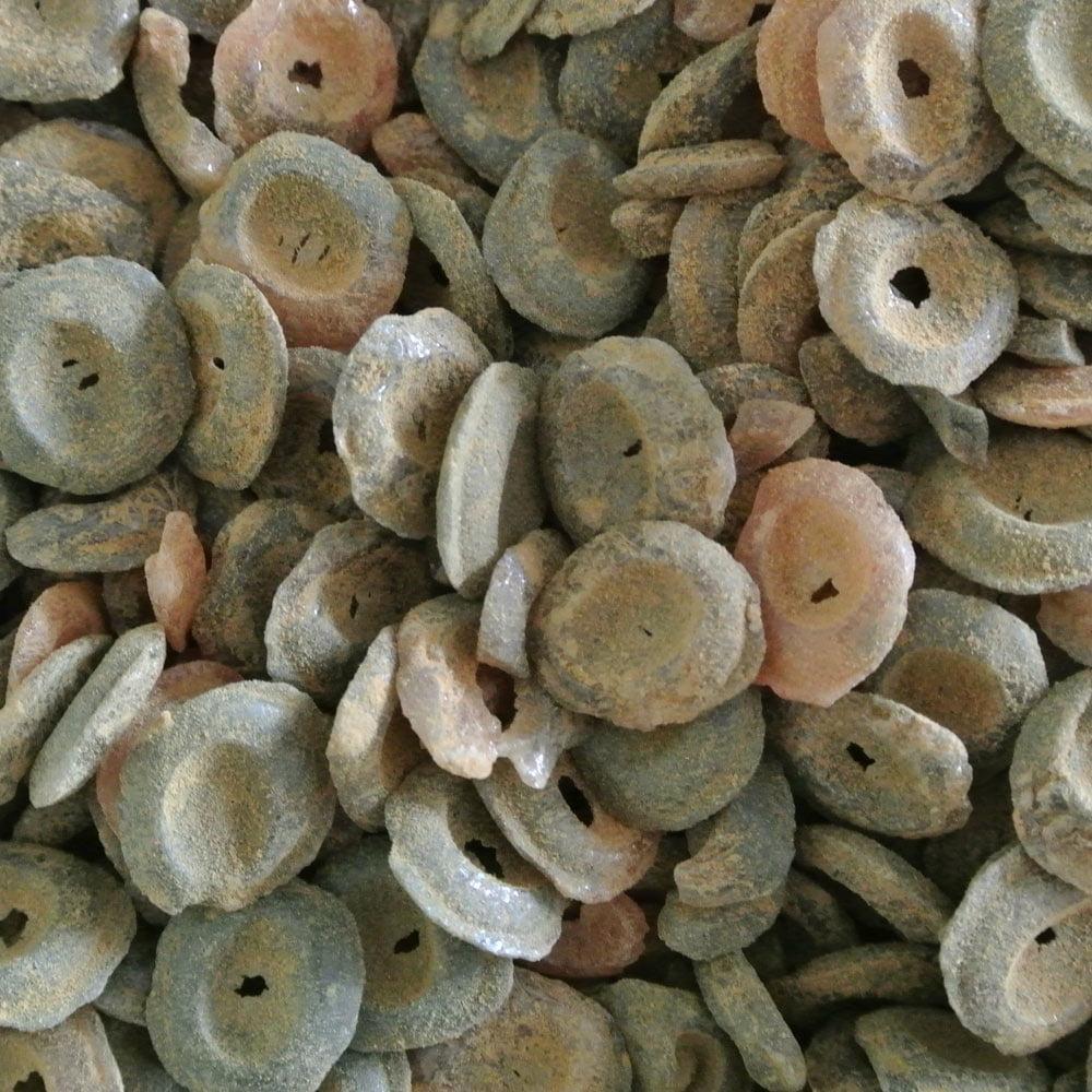 Hårda salmiakknappar från Finland med smak av blodapelsin och saltlakrits. Sug eller tugga, en eller flera i taget.