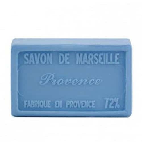 Tvål från franska Savon de Marseille med dofter från Provence. 100% vegetabilisk och berikad med mjukgörande sheasmör.