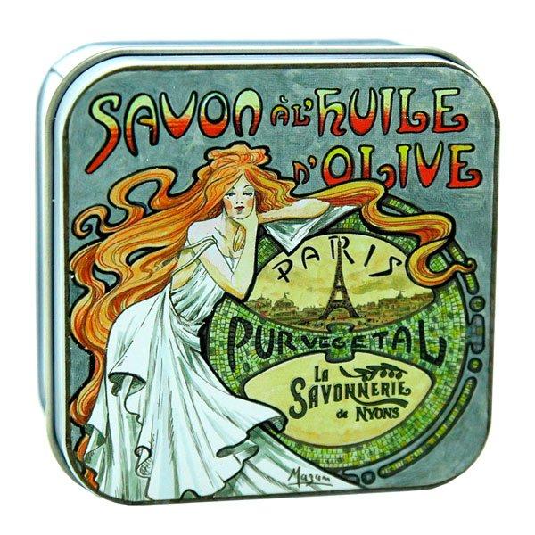 Mandelblomsdoftande tvål från Frankrike förpackad i en vacker plåtask med illustration av Nyonsais Luc Mazan.