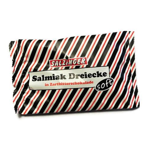 Salzinger Dreiecke är lakrits från Tyskland. Dessa smarriga godbitar är mjuka trekanter av saltlakrits täckta med mörk choklad.
