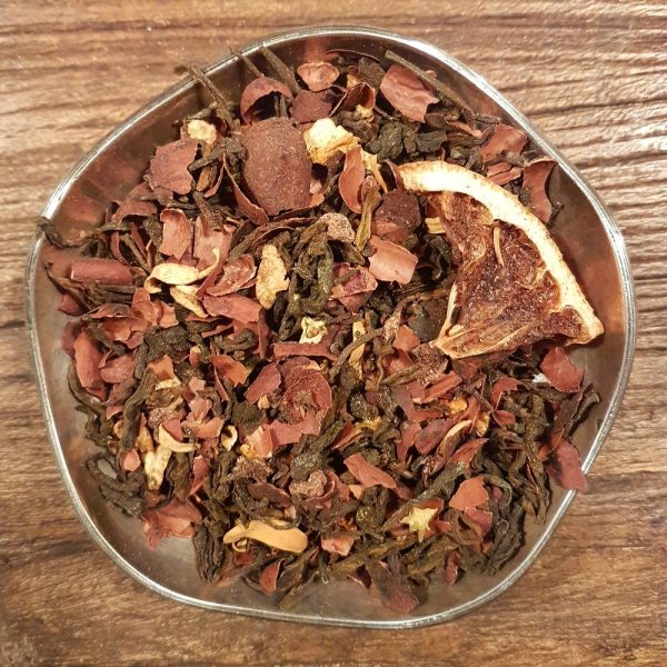 Svart Pu-Erh te smaksatt med choklad och apelsin, två smaker som passar bra tillsammans.
