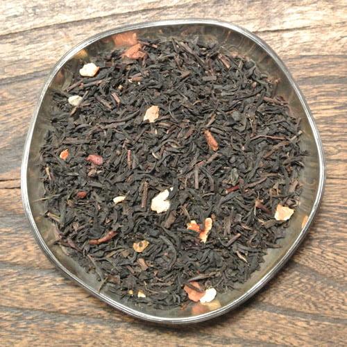 Ett svart te med smak av glögg. Känn den värmande smaken av kryddor, apelsin och äpple. Ett härligt julte!