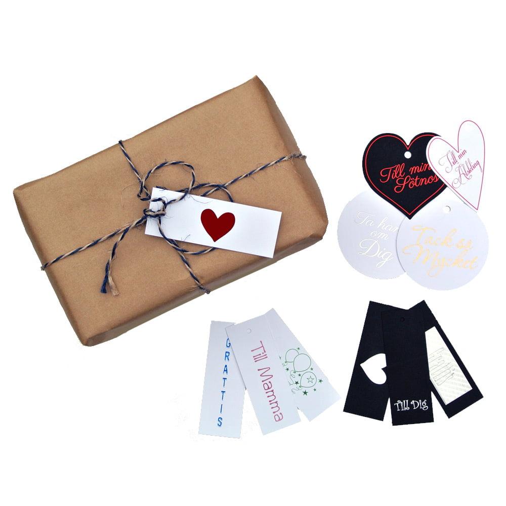 Komplettera din present med ett fint kort. Välj bland flera olika varianter, det finns ett kort som passar de flesta tillfällen.