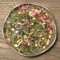 Ett drömte med sju sorters blommor med smak av söt jordgubb och frisk fläder. Bas av ekologiskt grönt Sencha te.
