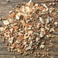 Snapskrydda O.P. Andersson innehåller kummin, koriander, anis och apelsin. En självklar snaps vid många tillställningar!