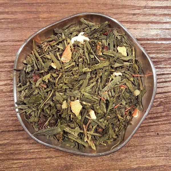 Grönt te med smak av blandad frukt och mandel. Mormors fruktkompott-te innehåller bland annat apelsinskal, vinbär, mandel och körsbär.