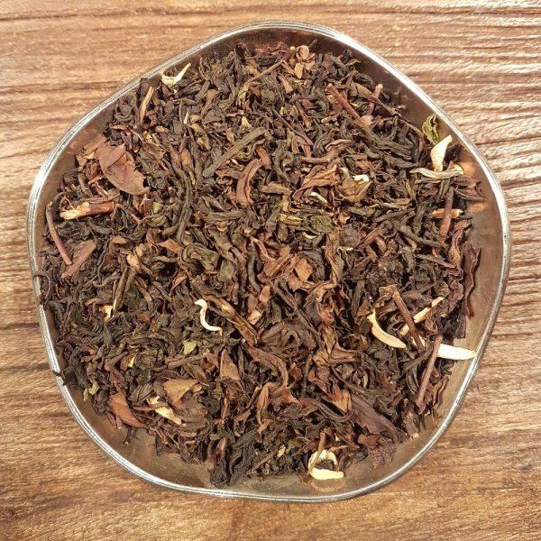 Apelsinblomma är ett Oolong te med smak av apelsin. Innehåller även apelsinblommor.