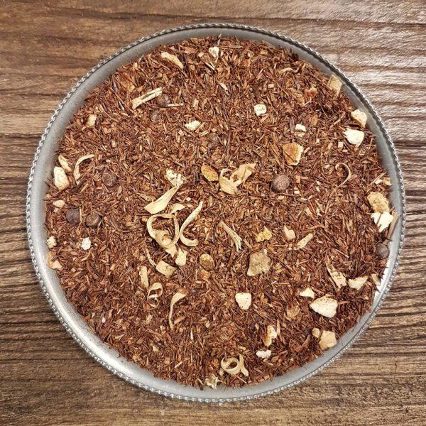 Rooibos med smak av apelsin och chokladtryffel, två smaker som går hand i hand. Innehåller även chokladbitar, apelsinskal och apelsinblommor.