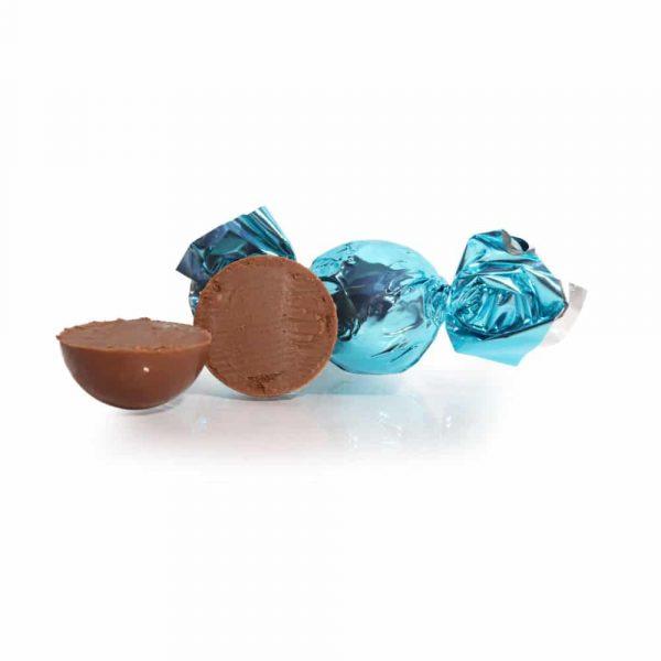 Fylld mjölkchokladtryffel med amaretto och mandelsmak. Kakaohalt minst 30%. Förpackningen innehåller 10 stycken.
