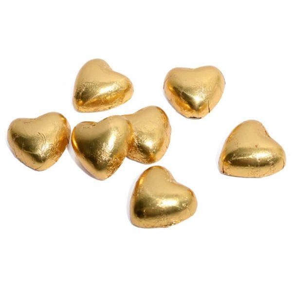 Chokladhjärtan av mjölkchoklad med en kakaohalt på 31%. Cellofanpåse med 15 st chokladhjärtan i guldfolie.