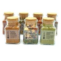 Kryddor och kryddblandningar i fina glasburkar. Alla våra kryddor är glutenfria och av hög kvalitet. Köp kryddor online, snabbt och enkelt till bra pris.